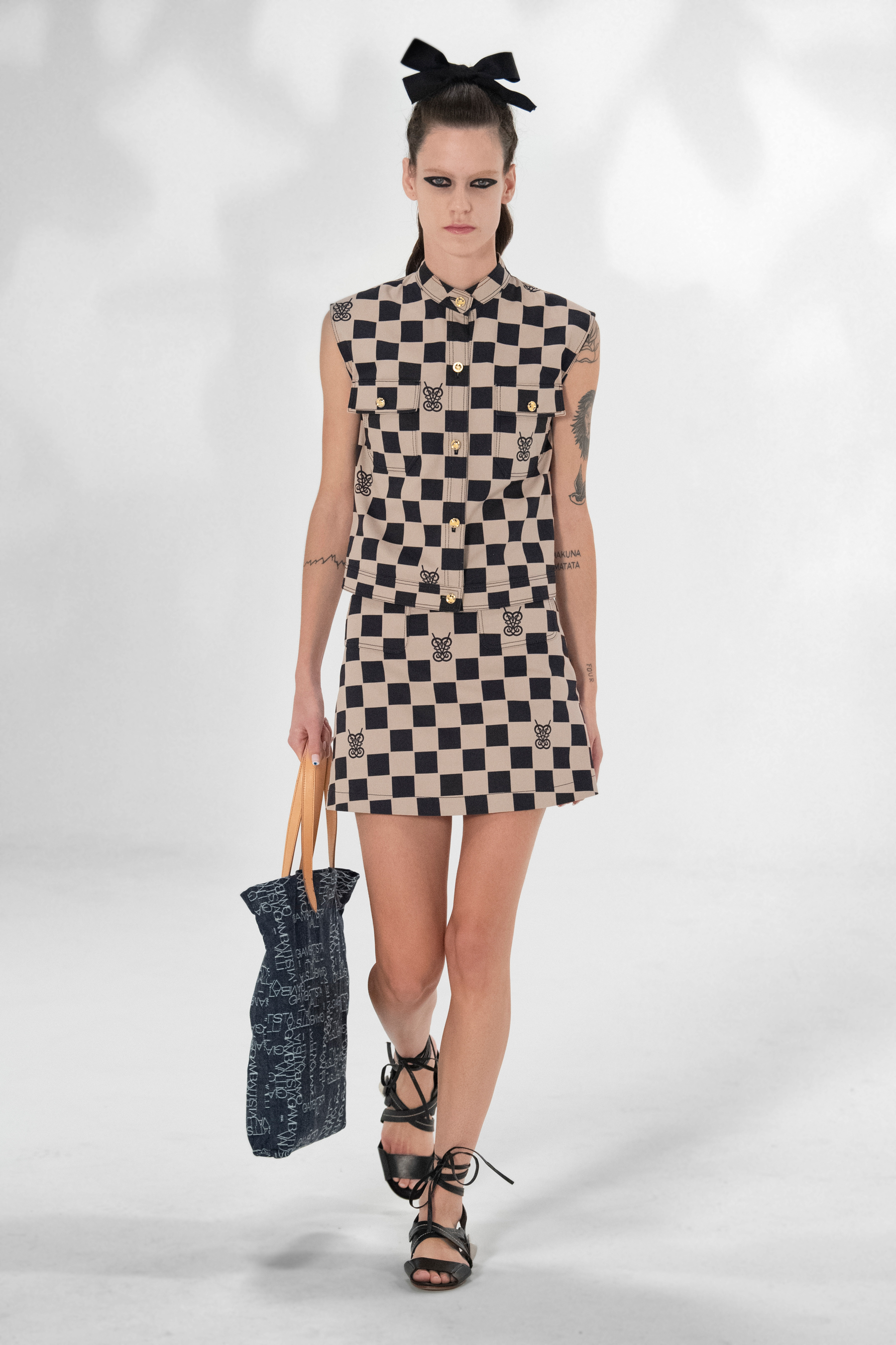 Giambattista Valli Spring 2021 Fashion Show Photos