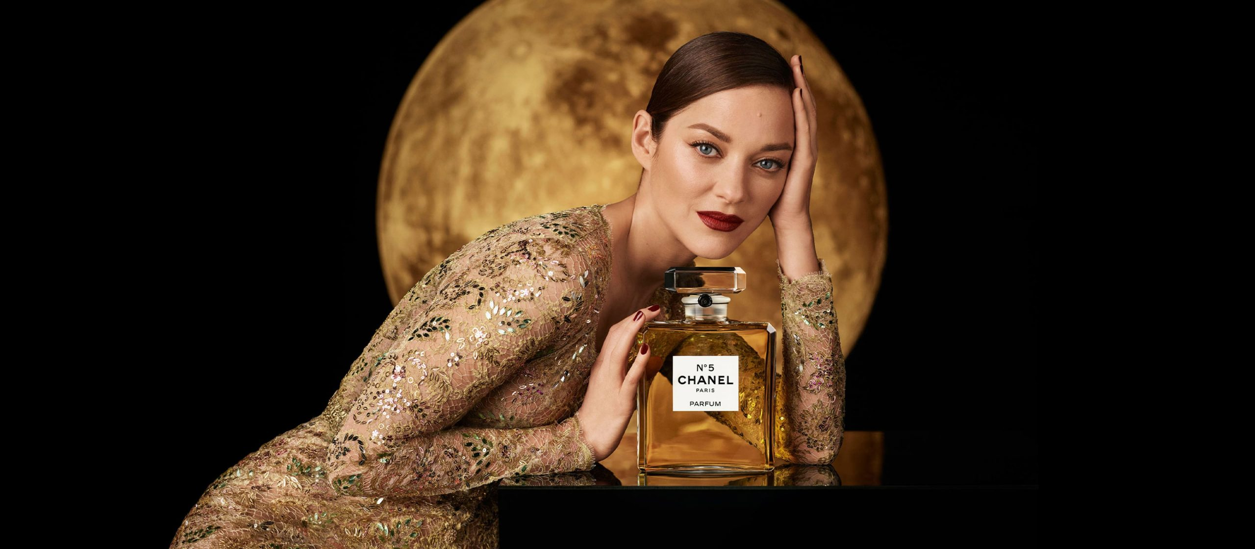 Chanel N°5 Holiday 2020 Ad Campaign with Marion Cotillard Film & Photos