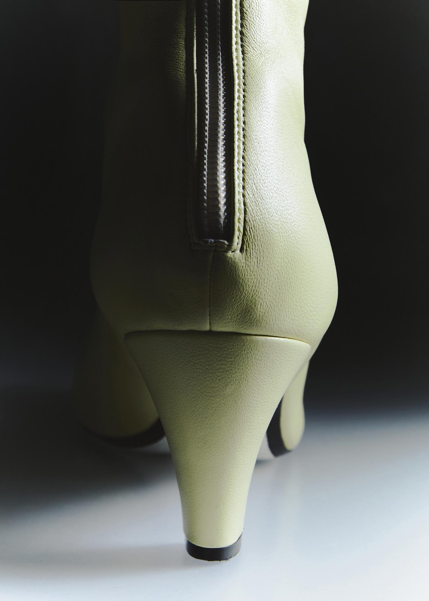 Khaite Pre-Fall 2021 Details Fashion Show Photos