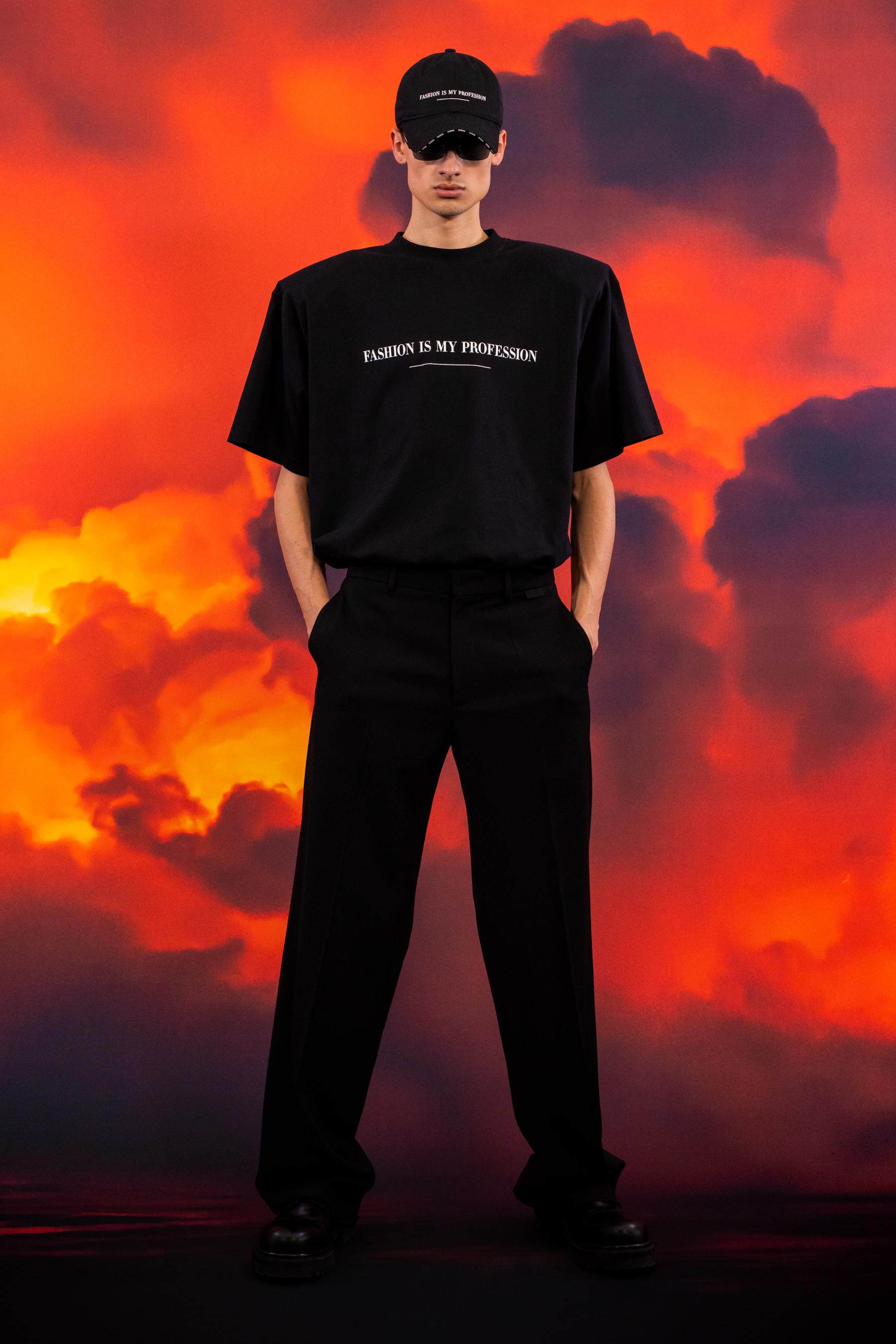 Vetements Fall 2021 Men's Fashion Show Photos