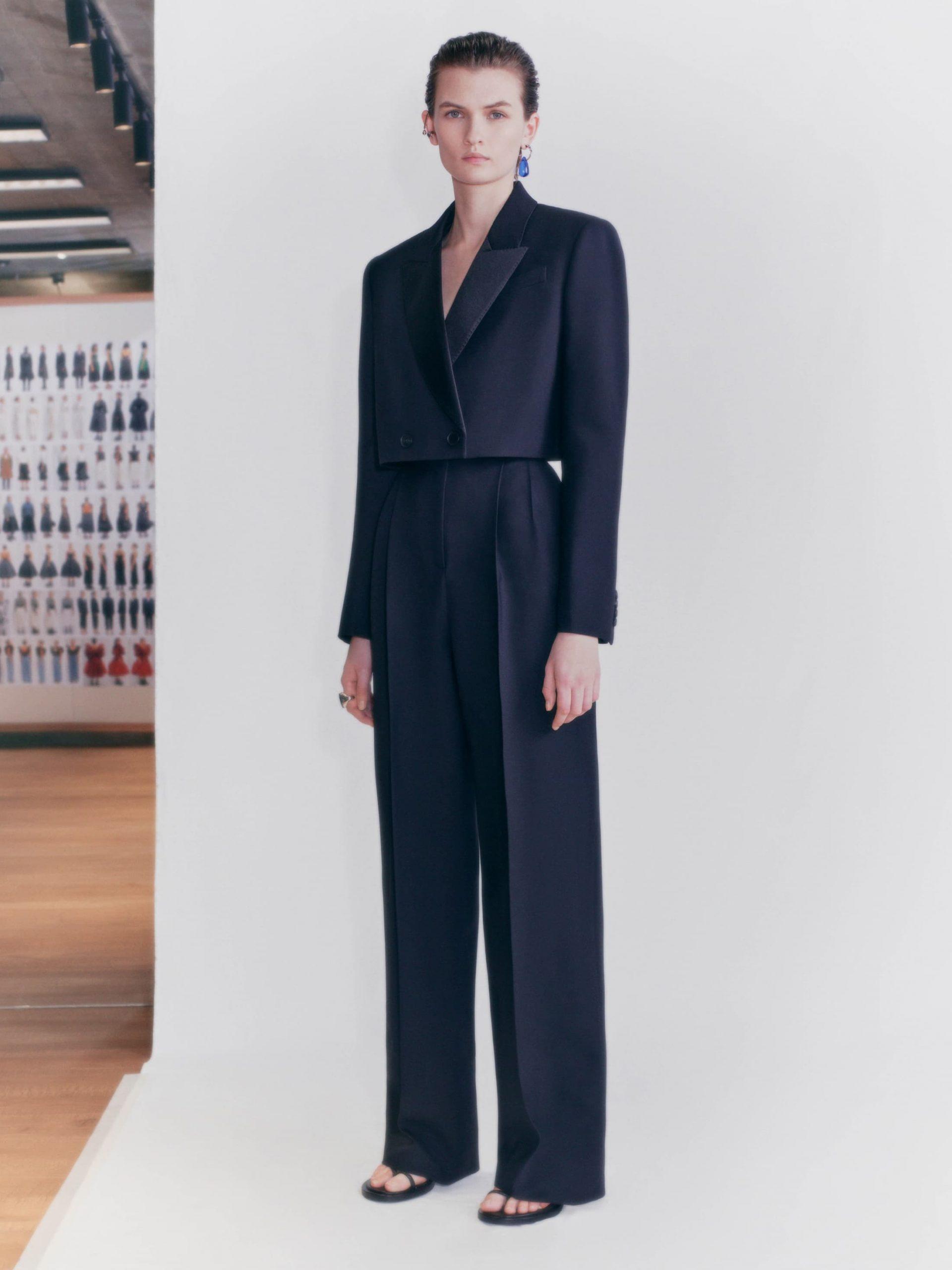 Alexander McQueen Pre-Fall 2021 Fashion Show Photos