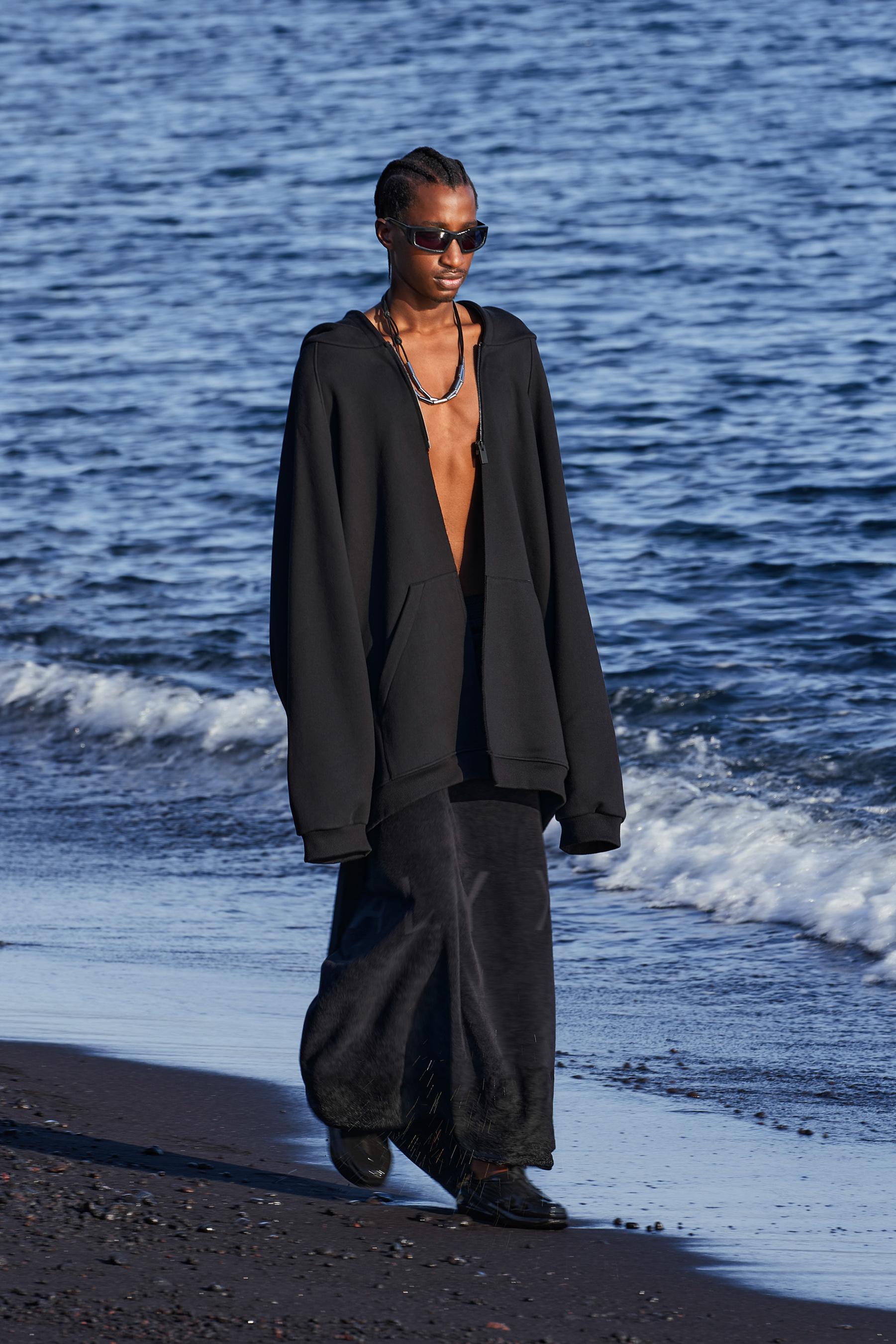 1017 Alyx 9sm Spring 2022 Men's  Fashion Show