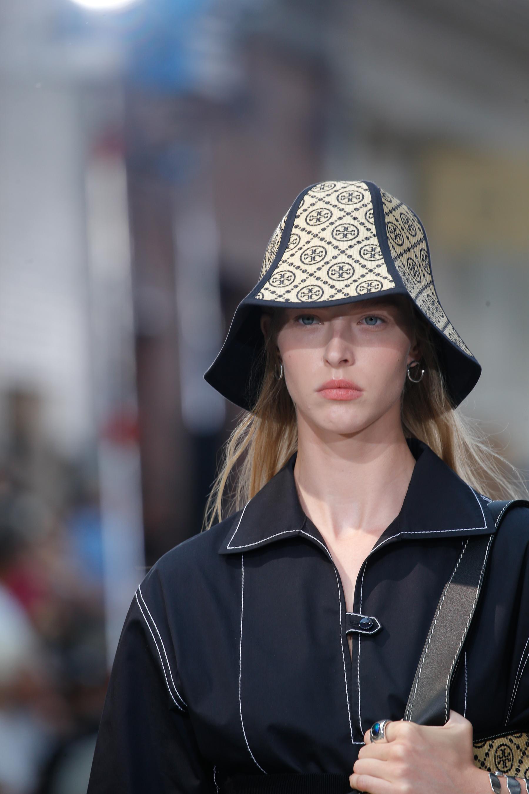 Tory Burch Spring 2022 Details Fashion Show