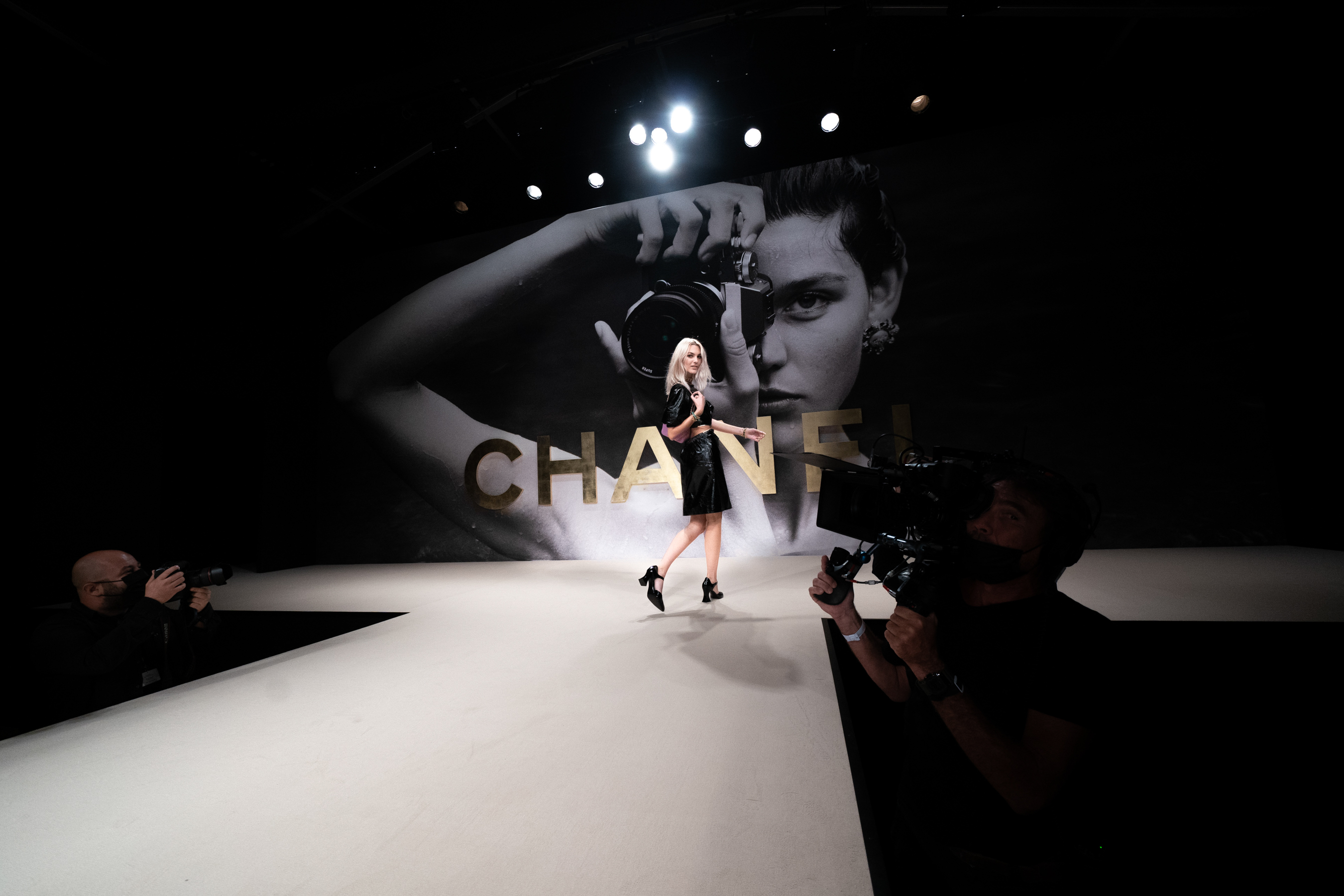 Chanel Spring 2022 Atmosphere Fashion Show