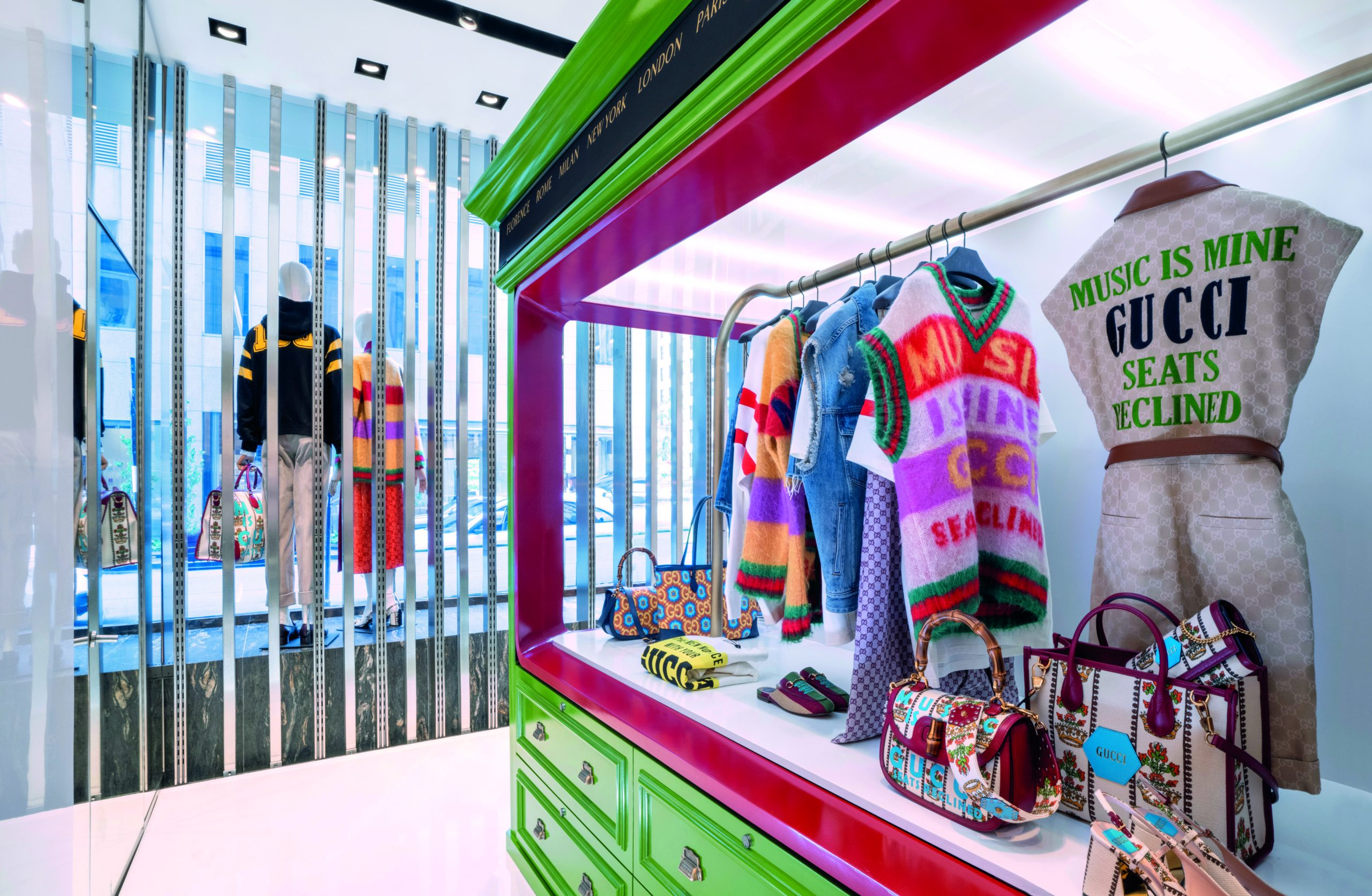gucci-100-pop-ups-chicago-store-news-the-impression