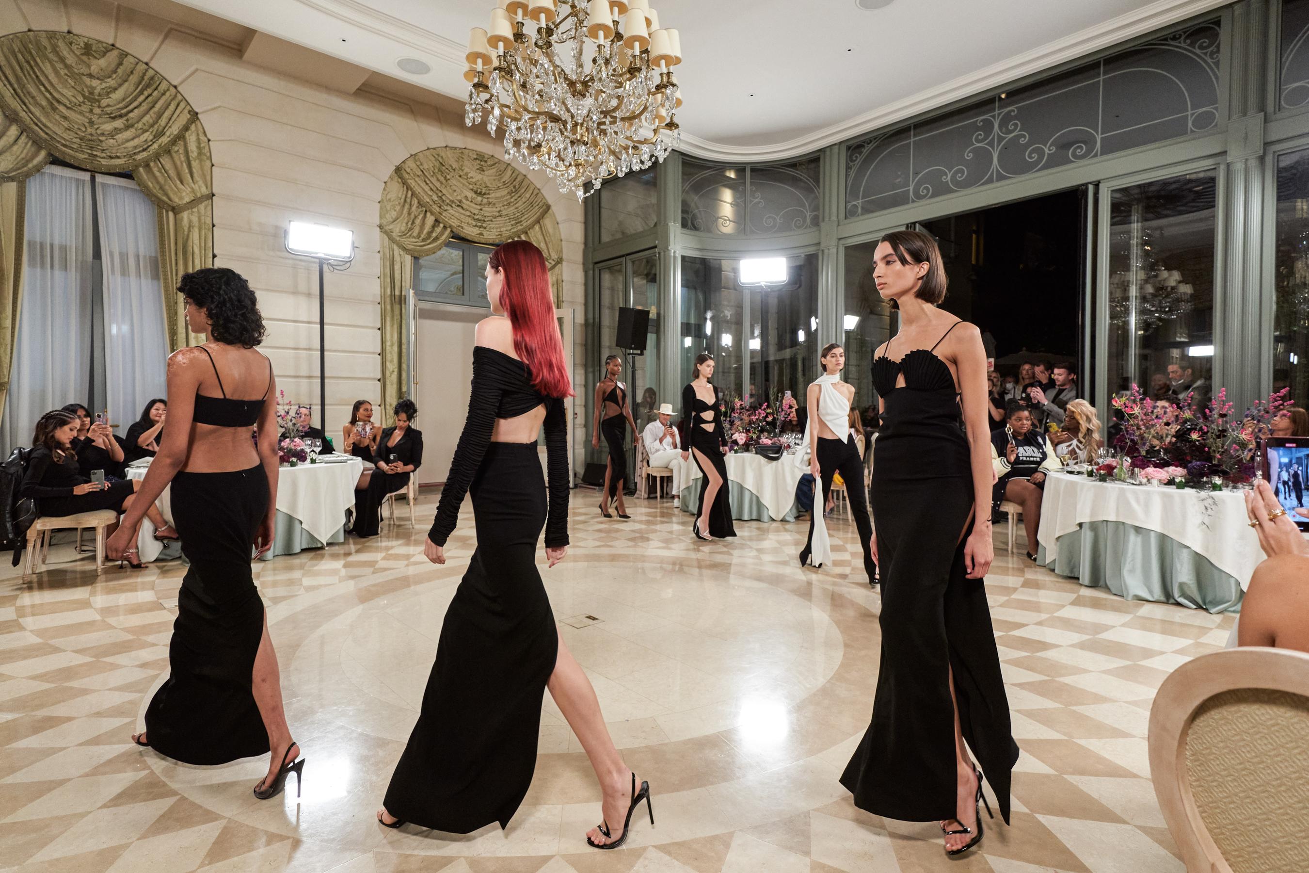Monot Spring 2022 Atmosphere Fashion Show