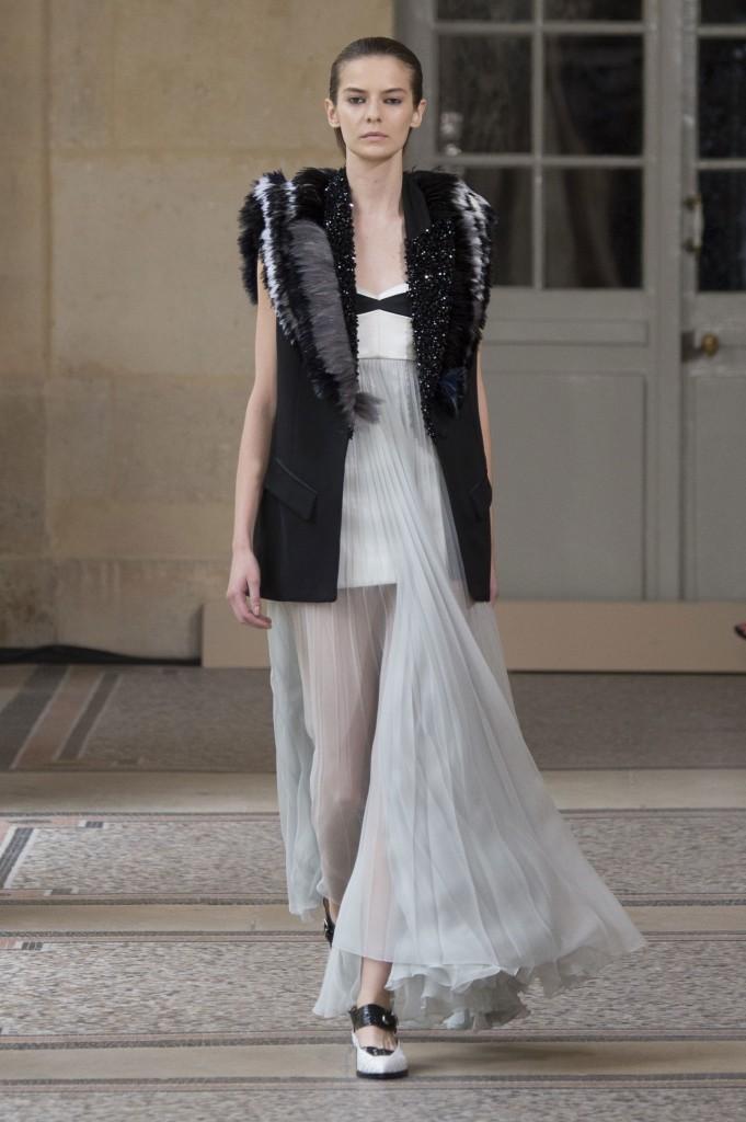 BOUCHRA-JARRAR-fall-2015-couture-show-the-impression-004