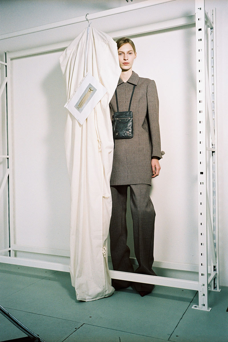 Balenciaga-pre-fall-2016-fashion-show-the-impression-13