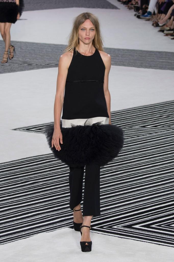 GIAMBATTISTA-VALLI-fall-2015-couture-the-impression-001
