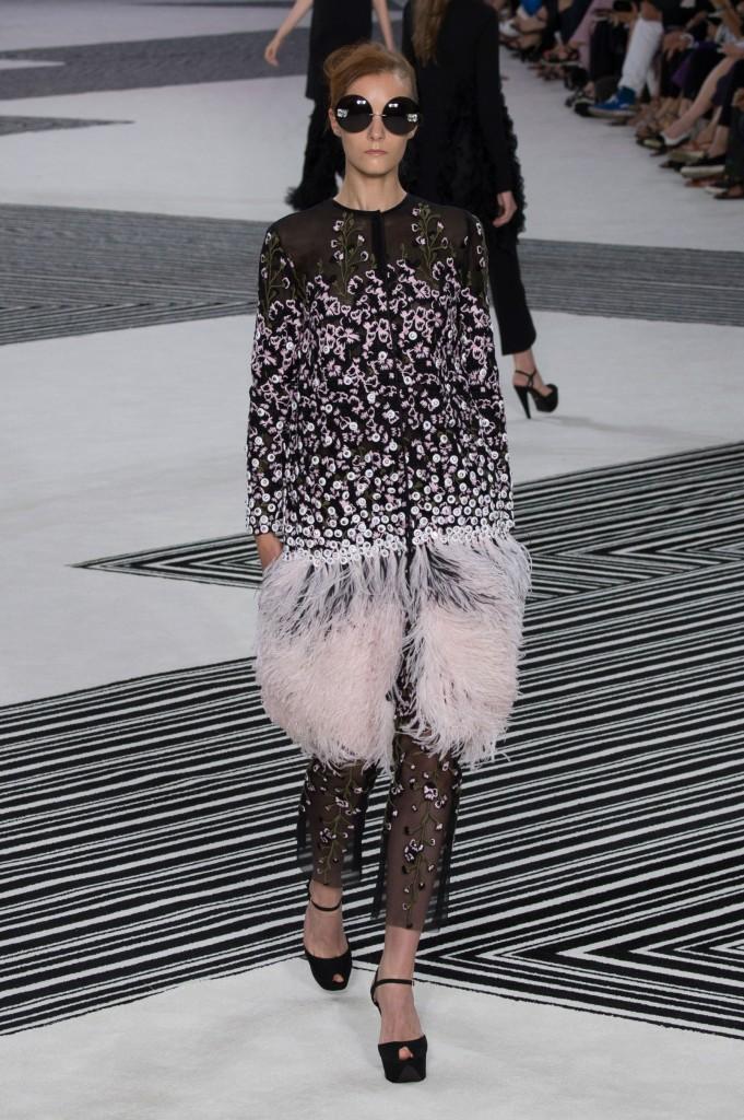 GIAMBATTISTA-VALLI-fall-2015-couture-the-impression-005
