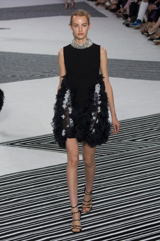 GIAMBATTISTA-VALLI-fall-2015-couture-the-impression-007