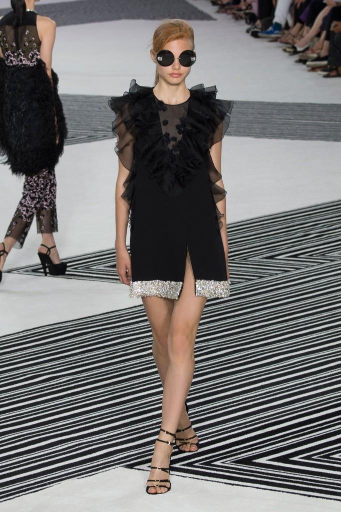 GIAMBATTISTA-VALLI-fall-2015-couture-the-impression-009