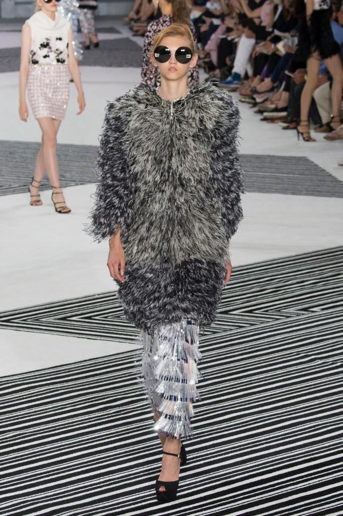 GIAMBATTISTA-VALLI-fall-2015-couture-the-impression-015