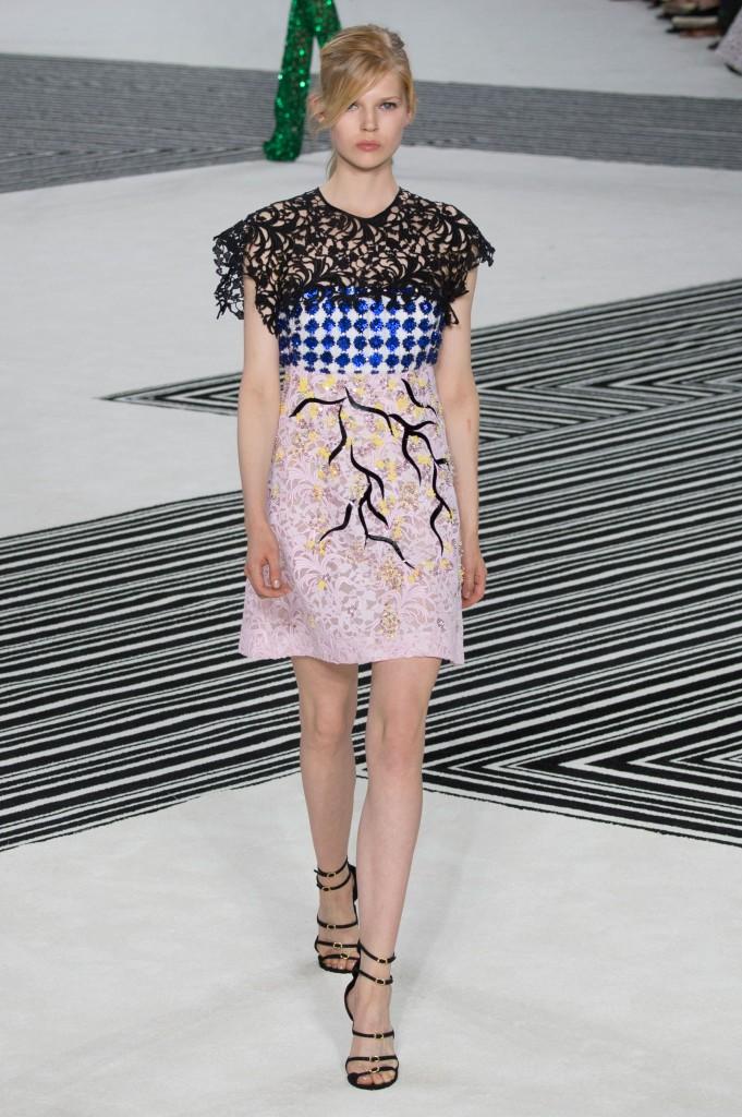 GIAMBATTISTA-VALLI-fall-2015-couture-the-impression-026