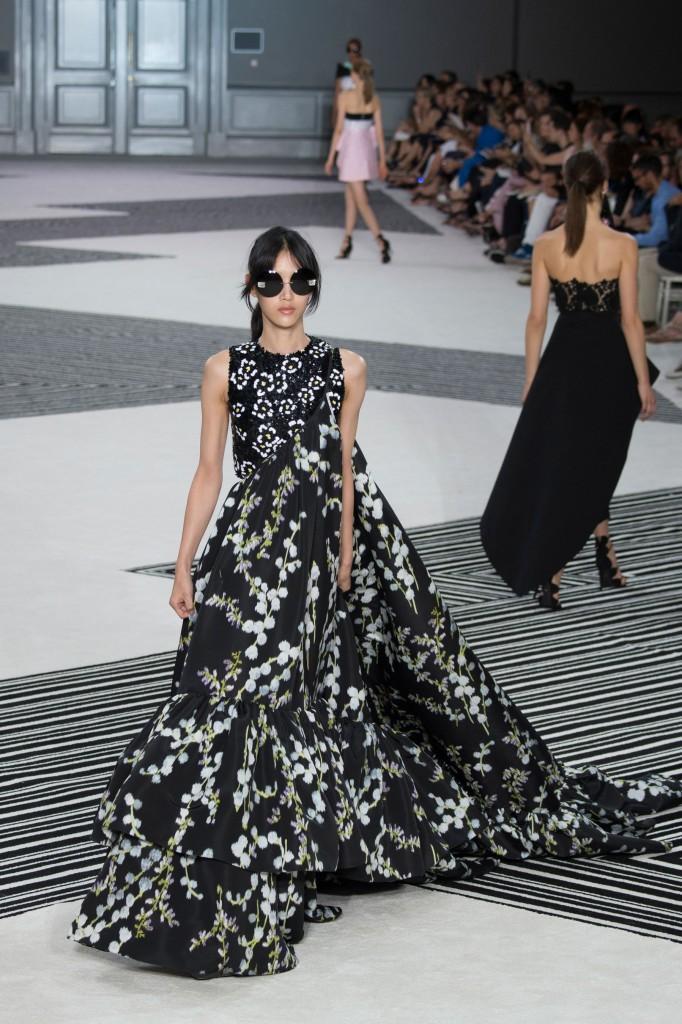 GIAMBATTISTA-VALLI-fall-2015-couture-the-impression-035