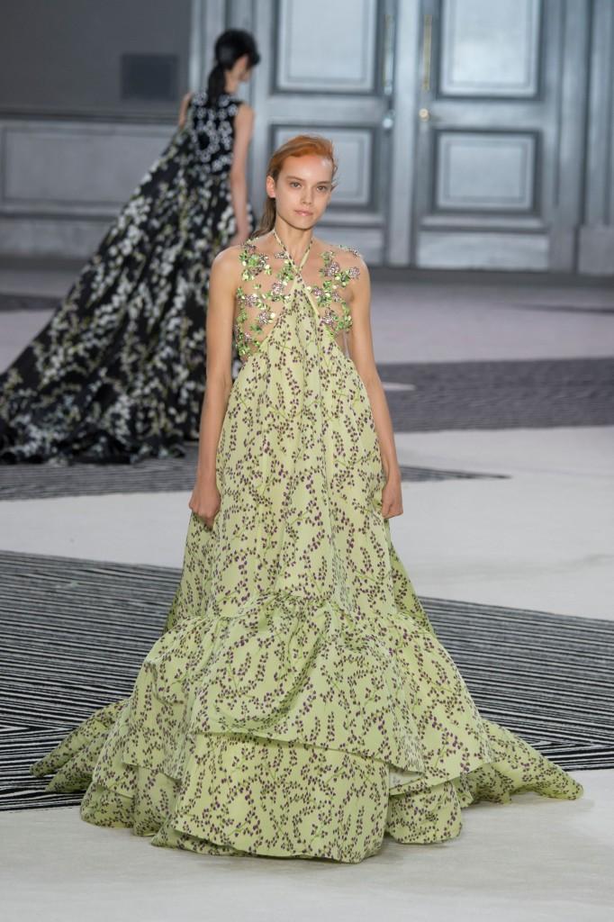 GIAMBATTISTA-VALLI-fall-2015-couture-the-impression-037