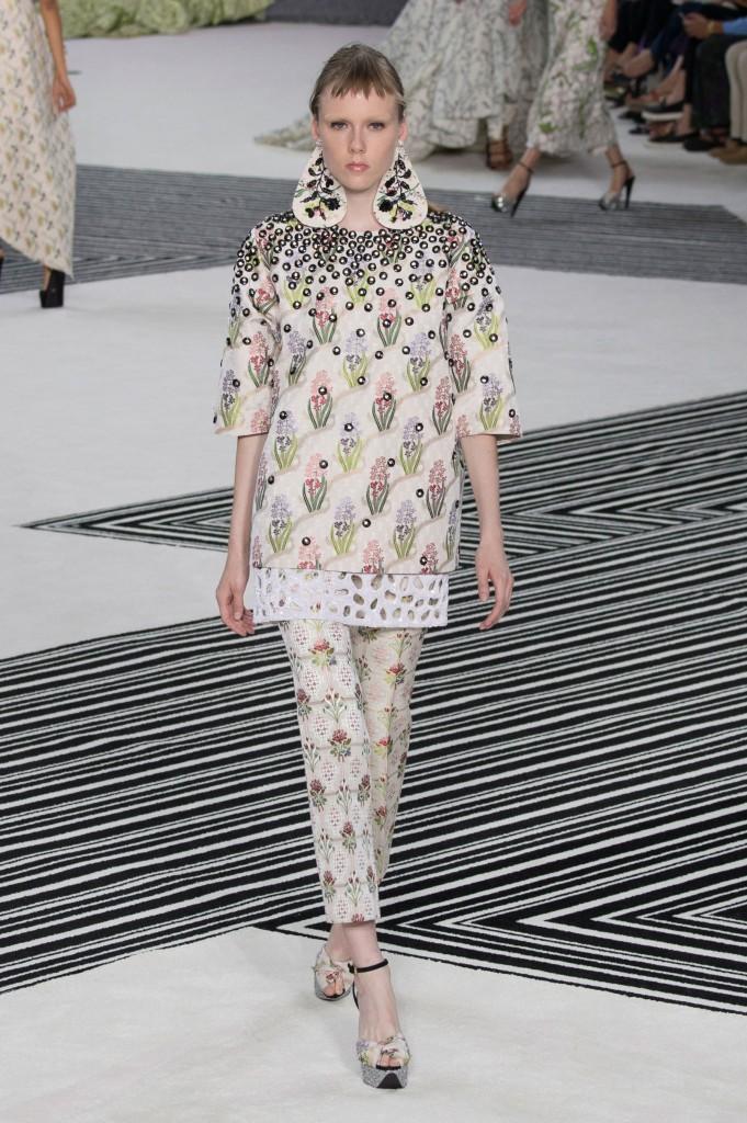 GIAMBATTISTA-VALLI-fall-2015-couture-the-impression-040