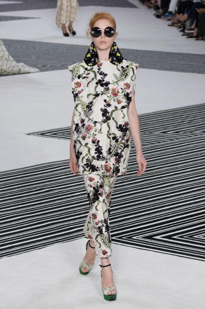 GIAMBATTISTA-VALLI-fall-2015-couture-the-impression-043