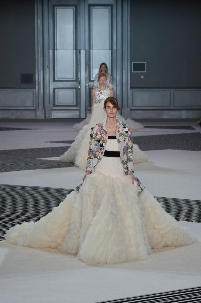 GIAMBATTISTA-VALLI-fall-2015-couture-the-impression-048