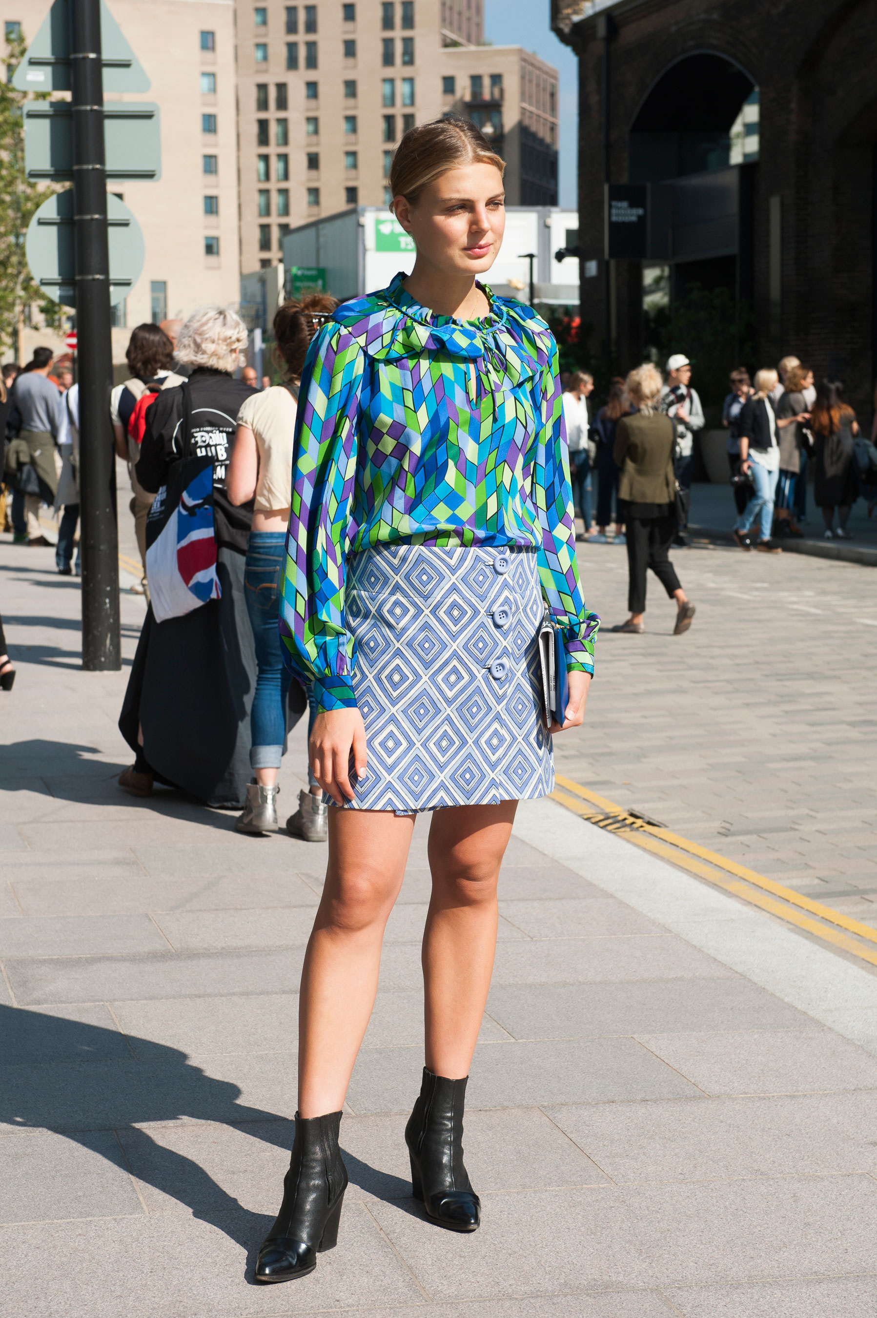 London Fashion Week Street Style Day 3 Spring 2016 Fashion Show The Impression 049