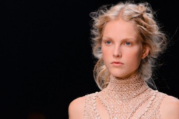 Alexander McQueen Spring 2016 Fashion Show beauty Photo