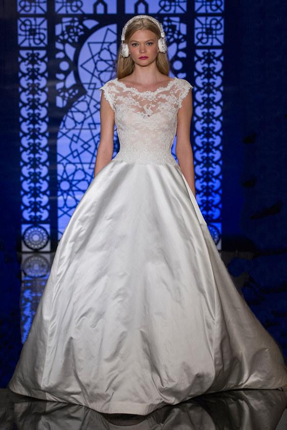 Reem-Acra-fall-2016-bridal-fashion-show-the-impression-26