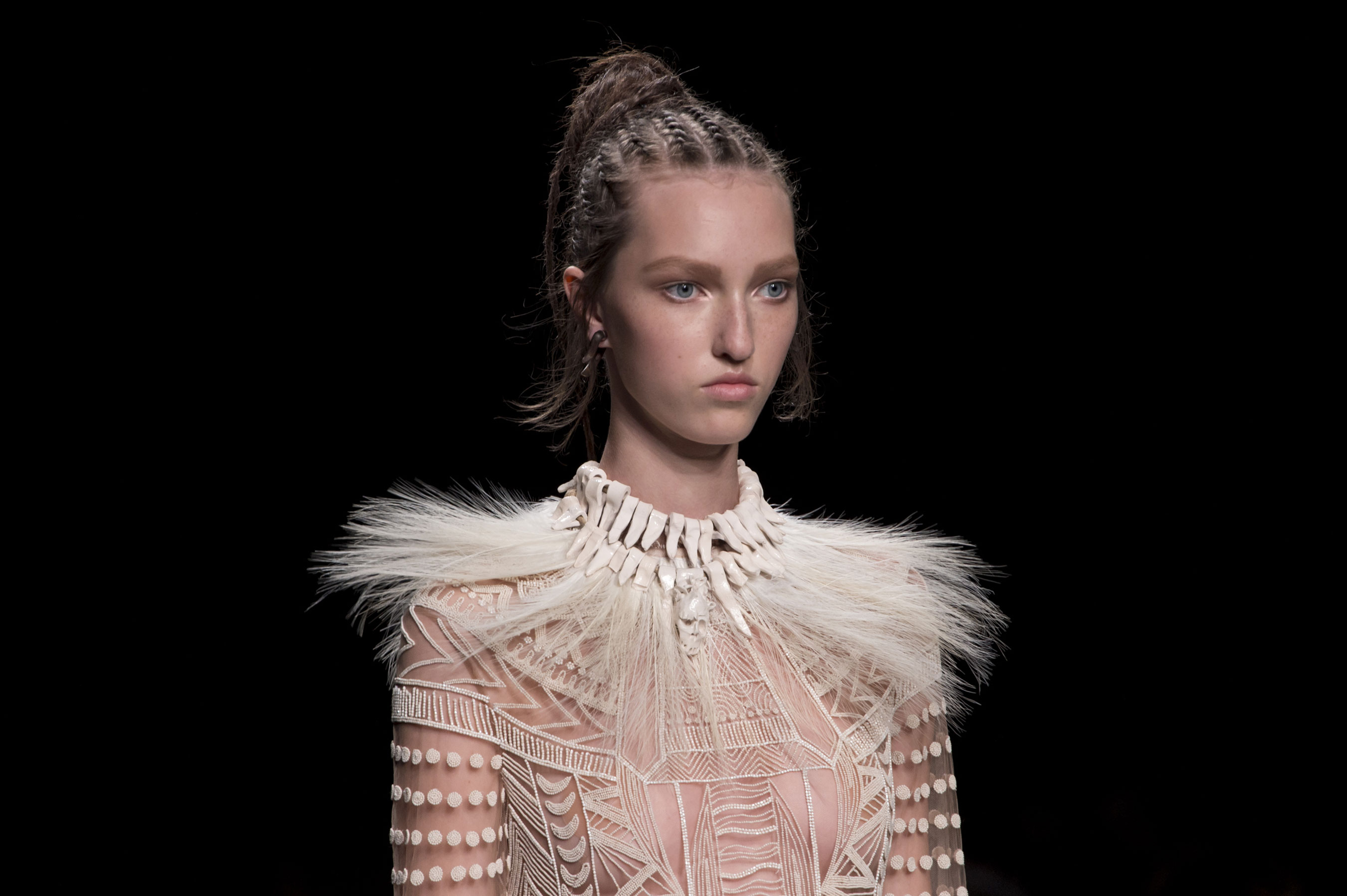 Valentino Spring 2016 Runway Beauty Fashion Show The Impression 22 The Impression