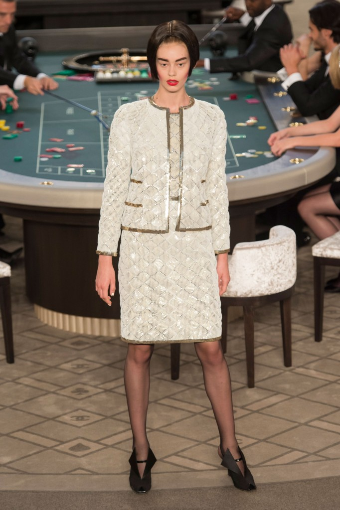 chanel-fall-2015-couture-show-the-impression-010