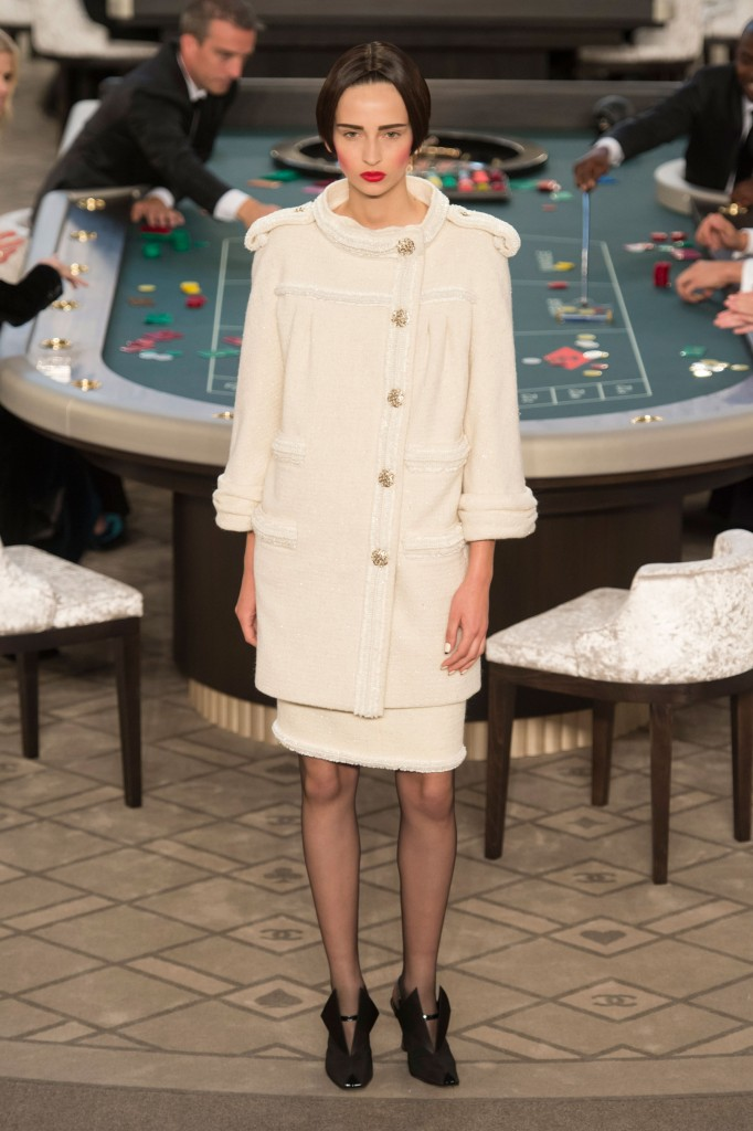 chanel-fall-2015-couture-show-the-impression-027