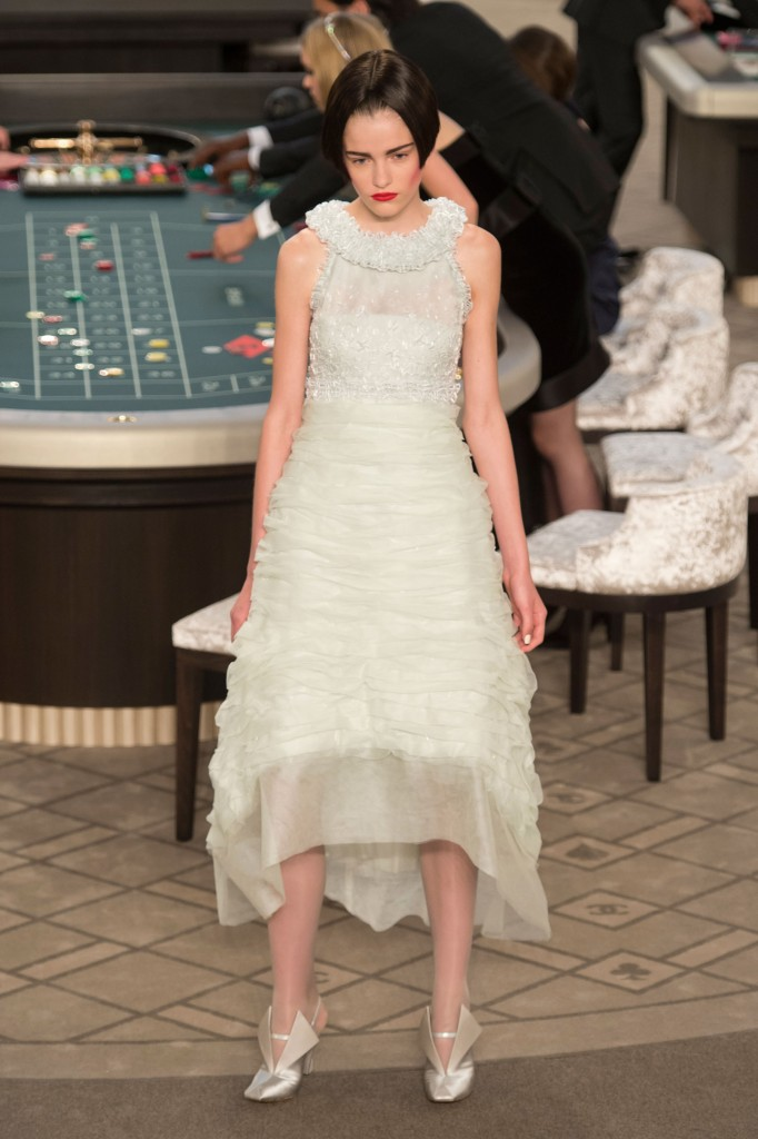 chanel-fall-2015-couture-show-the-impression-034
