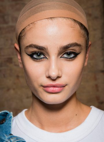 Marc Jacobs Spring 2018 Fashion Show Backstage Beauty
