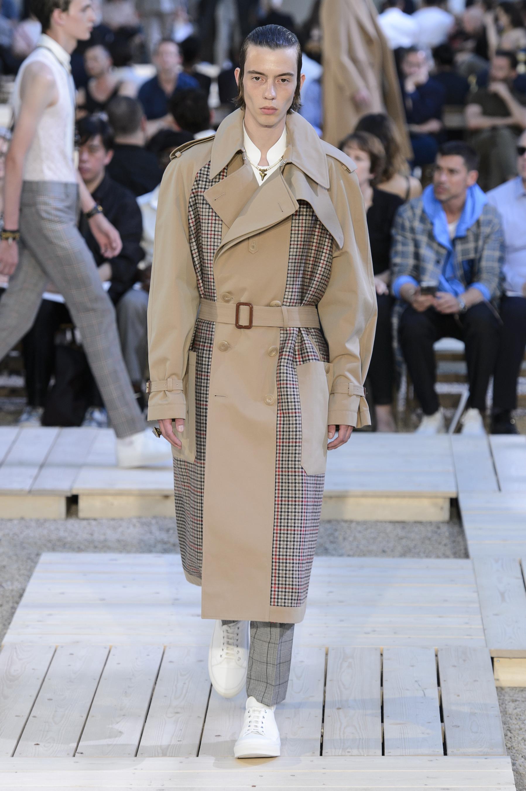 Alexander McQueen Spring 2018 Men's Fashion Show