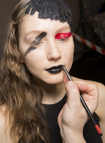 Yohji Yamamoto Fall 2017 Fashion Show Backstage Beauty